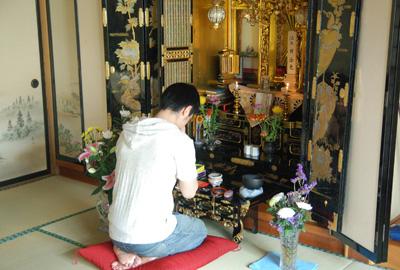 仏壇でお参り