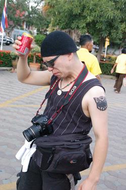 コーラ飲むナタク
