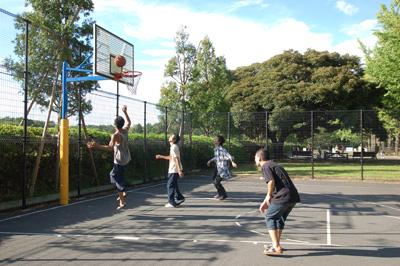 みんなでバスケ