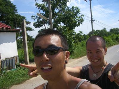 バイクに乗る二人