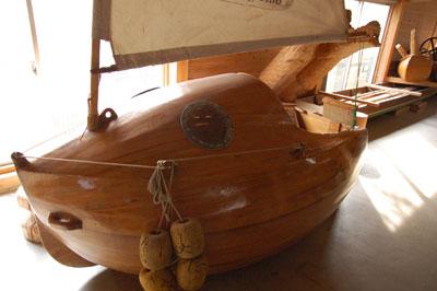 木製ヨット
