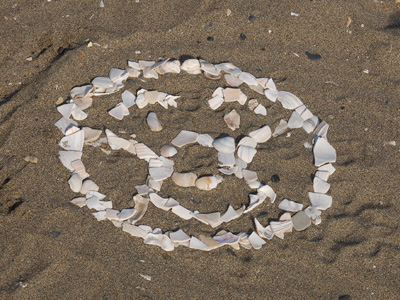 貝殻で描いたアンパンマン