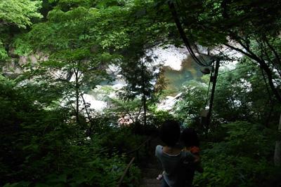 階段から見える川